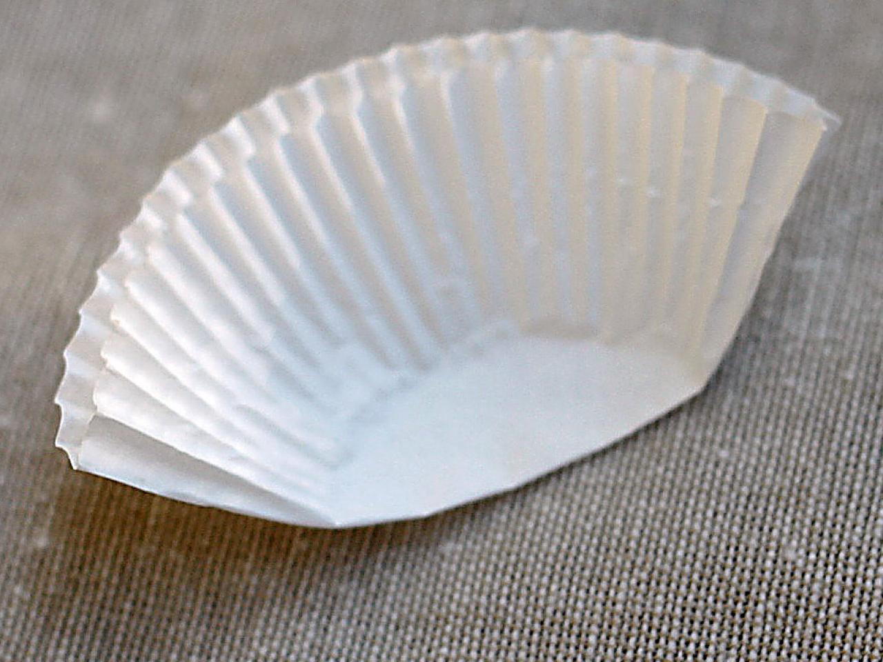 ci-kori-clark_cupcake-liner-flower-fold-step1_s4x3-jpg-rend-hgtvcom-1280-960